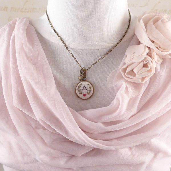 Namensketten - Halskette bestickte MONOGRAMM, mit einem Herzen - ein Designerstück von atelier-Brocante bei DaWanda