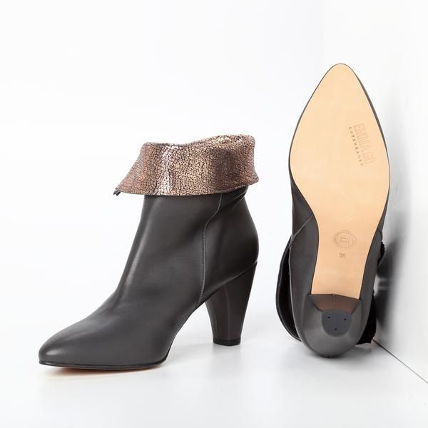Calf Granit + Luster Peach Heel height: 7 cm approximately Upper, sole and lining 100% leather Pointed toe Metal zipper Luster Peach leather on ankle fold-over
