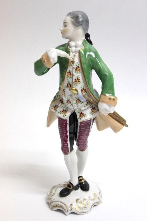 Original Porzellanfiguren der Marke Volkstedt in Thüringen. Mann mit grüner Jacke Sehr guter gebrauchter Zustand. Abmessung ca. H=19,7 cm