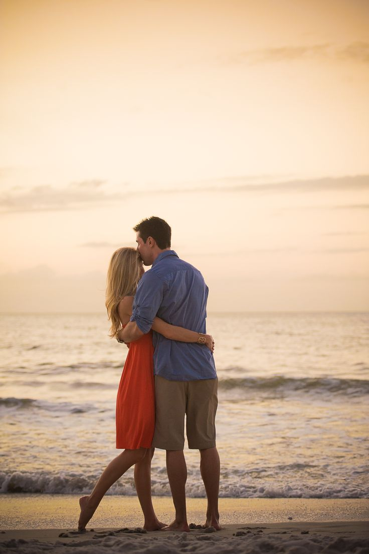 sunset engagement picture. yes yes yes. @Rosie HW HW Brown