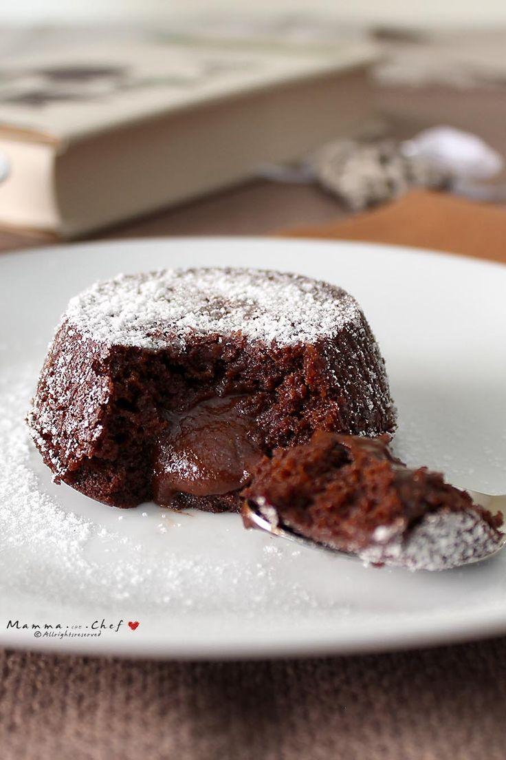 Tortino caldo al cioccolato senza burro e uova.