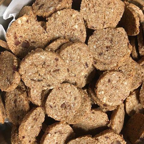 Zuckerfreie Dattelkekse = Meine Lieblingskekse! Bestehen nur aus Datteln, Dinkelvollkornmehl, Mandeln, Kokosöl und Vanille und sind sooo gut - und recht schnell gemacht! Schaut auf meinem Blog vorbei :-) #kekse #dattelkekse #datteln #kokos #mandeln #dinkelvollkorn #nurdinkel #weizenfrei #zuckerfrei #cleaneating #cleanbaking #yummy #foodblogger #cookies