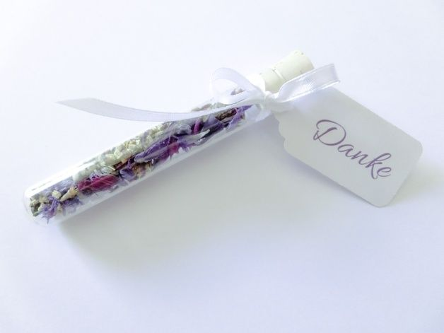 Gastgeschenk Hochzeit: Blumensamen im Reagenzglas / wedding gift idea for guests: flower seeds by lanie_me via DaWanda.com