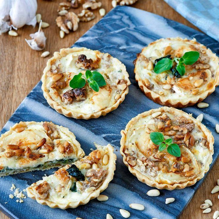 Läckra små pajer med getost, pinjenötter, valnötter och spenat.