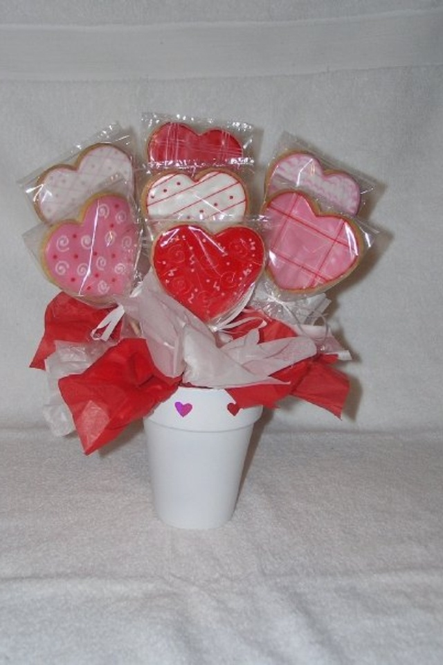 Cookie Company Reviews from Customers Who've Sent Cookie Bouquets, Ordered Cookie Cutters, Booked a Cookie Making Party and From Those Who've Received our Amazing Edible Bouquets and Cookie Delivery, Send Cookies Online Now, Order Cookie Cutters or Book a Cookie Party Today from the Best Cookie Company with the Biggest Cookie and Cookie.