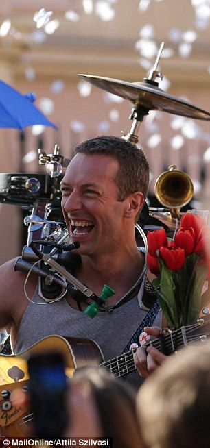 Celebration: Since the song is called A Sky Full Of Stars, an array of confetti was used to enhance the atmosphere on set