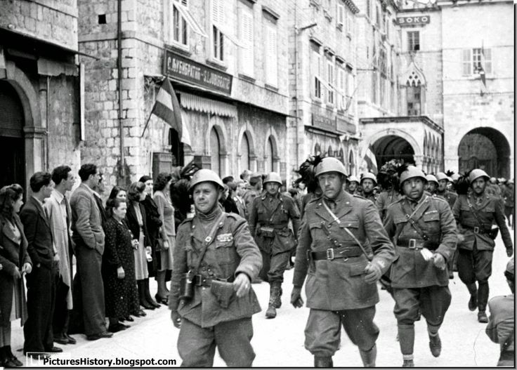 is germany at fault for wwii Here is the complete information about the outbreak of world war ii and also about german history - starting from the early times to medieval history, the thirty years war, the age of enlightened absolutism, german confederation, bismarck's unification of germany, and the events of the 20th century.