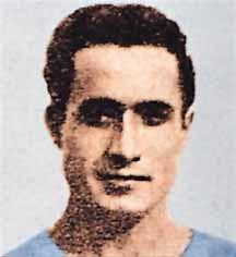 """Enrico Colombari fu il primo costoso acquisto della storia partenopea; pagato 265.000 lire (cifra astronomica per l'epoca) per questo soprannominato dai tifosi """"O' banc e Napule"""" disputerà 7 stagioni con la maglia azzurra"""