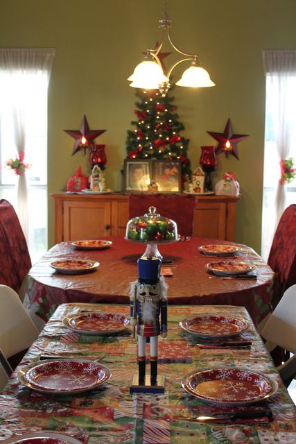 Christmas Kitchen and Table Decor