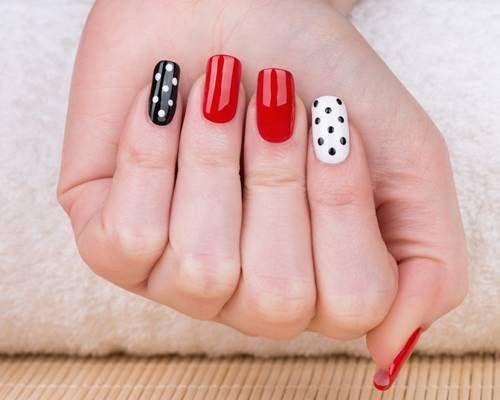 Nail art with dots