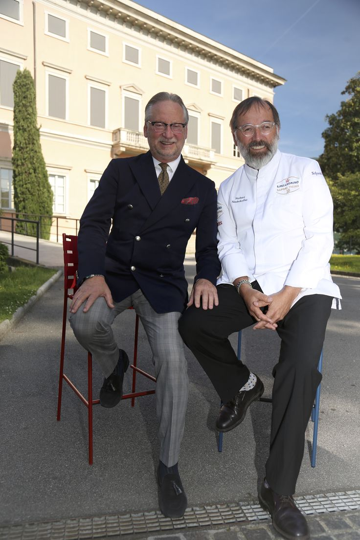 Thanks to Dany Stauffacher for the partnership with Sapori Ticino! Here with chef Norbert Niederkofler. Sitting on #tagliatelle #stools by Jasper Morrison #chef #norbertniederkofler #bestchef #shooting