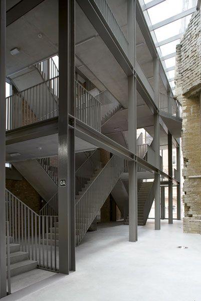 VBM architecten | hall en rectoraat (Leuven, Belgium) ; principe dubbele helix ref. Leonardo da Vinci spiltrap kasteel van Chambord