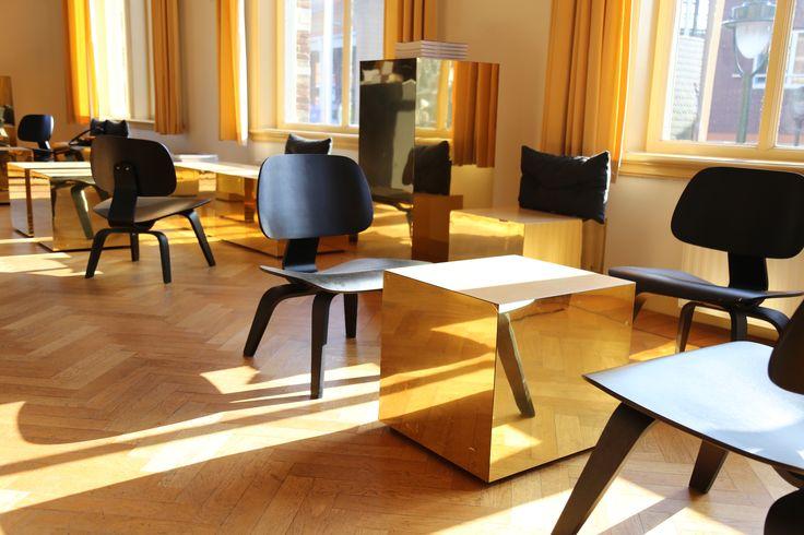 studio-EI -- Museum Hilversum. Interieurontwerp Museum Cafe, meubelontwerp en inrichting, keukenontwerp.  Ontwerp: www.studio-ei.nl ism Pudelskern.  Fotografie: studio-EI