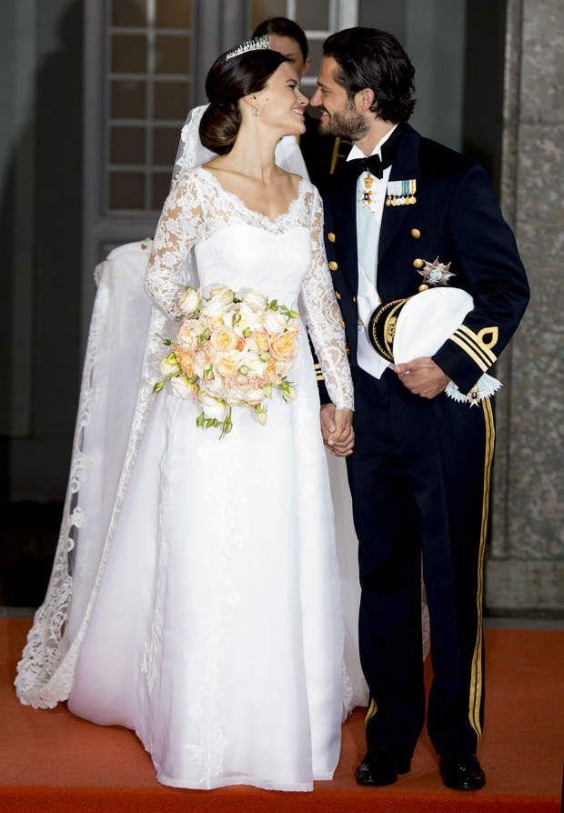 La princesse Sofia avait choisi des roses saumons, oranges, et blanches, pour son bouquet de mariée