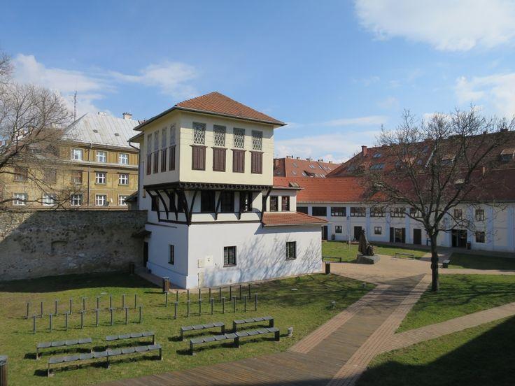 EZZZ -Kassa, Rodostói ház