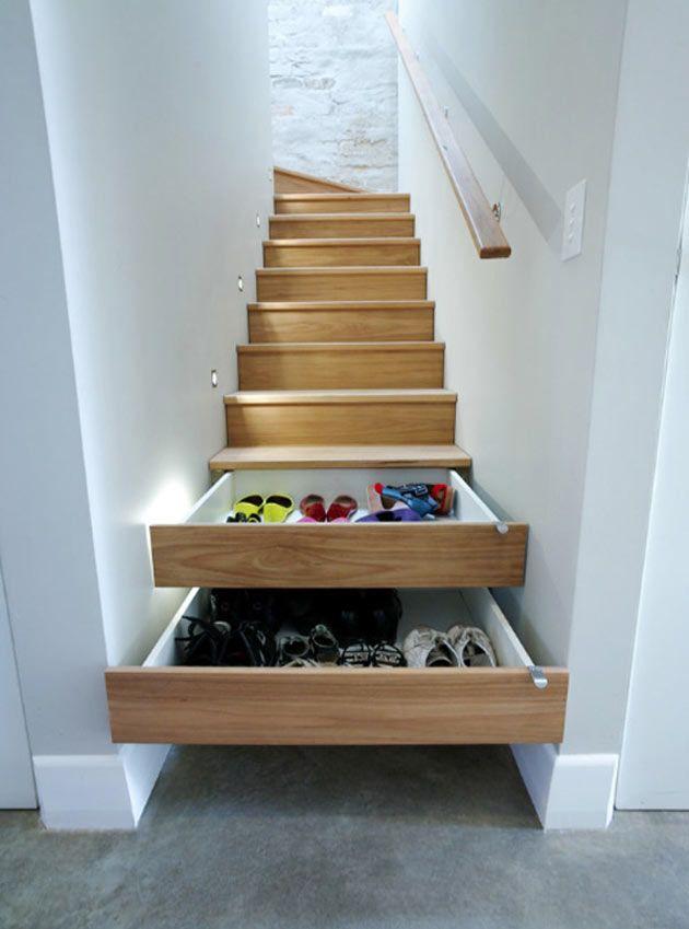 Degraus multiúso: 17 ideias para aproveitar cada centímetro da escada - Casa #escada #gavetas