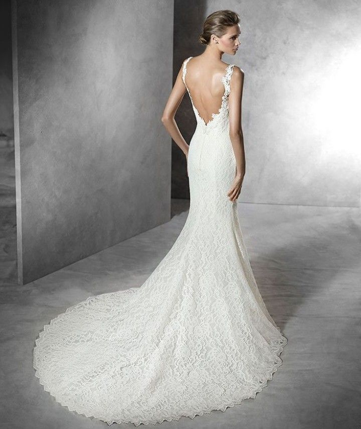 The Spanish designer, Pronovias, has created their Pronovias Bridal Collection 2016 with all of the right details. These wedding dresses are timeless and romantic, yet with hints of glamour, they areperfect for any exquisite wedding.