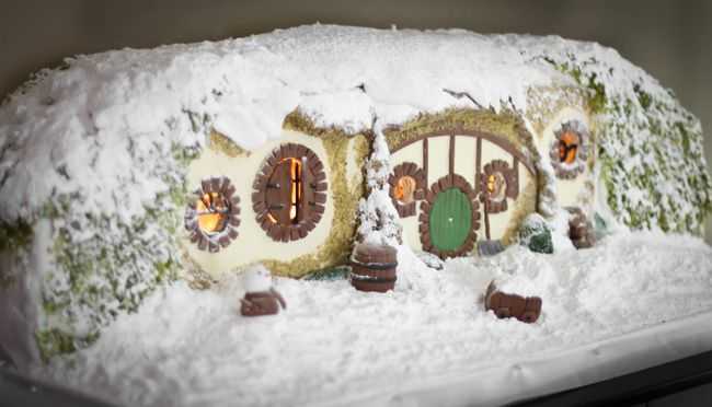 Sprinkle Bakes: Gingerbread Hobbit Hole  This is amazing & makes me excited to see the movie this weekend!
