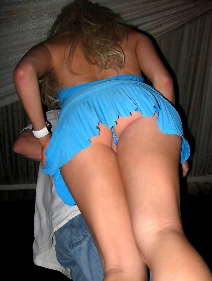 Hidden camera upskirt no panties