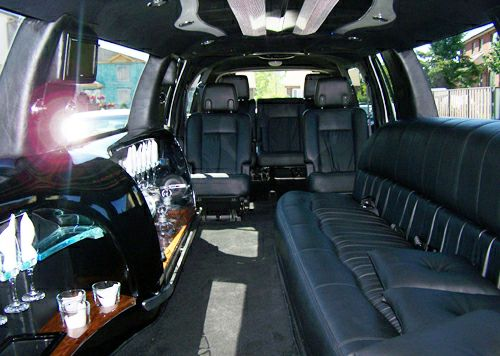 The Toronto Limo Services offers you the limousine cars on an hourly foundation and also for the entire days. The Best Limousine Services always prefers the clients' convenience regarding helping them with our offerings.