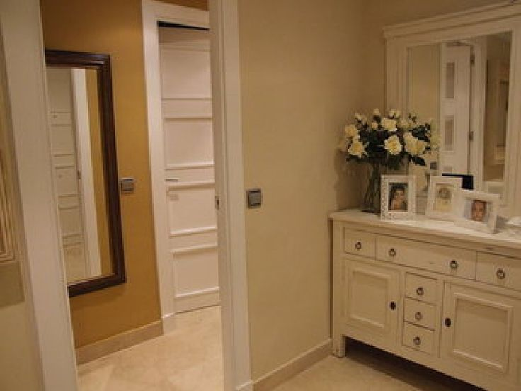 Rodapie marmol puertas blancas buscar con google - Puertas correderas blancas ...
