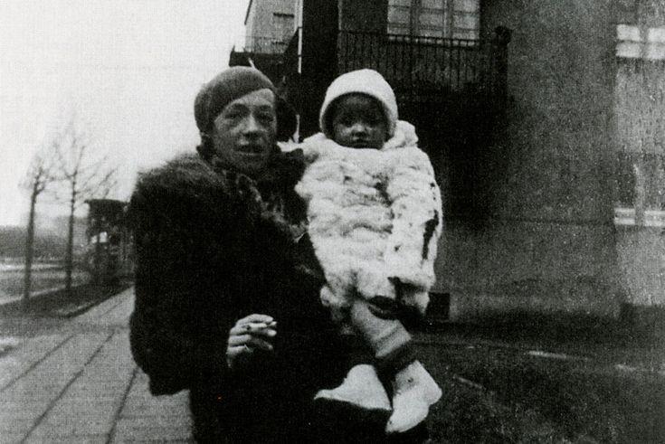Katarzyna Kobro z córką Niką / Łódź 1937