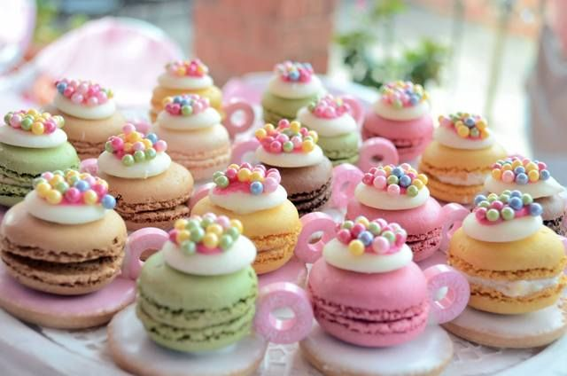 Adorable tea cup macarons at a Pink Party #pink #partycookies
