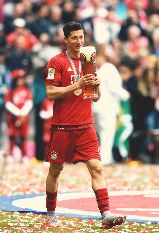 #robert #MiaSanMeister #23.05.15 #footballislife #fcb Das Meistertrikot von #Lewy hier bei Amazon: http://www.marco-reus-trikot.de/lewandowski-trikot