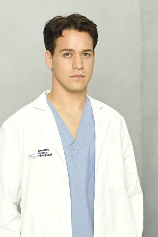 t r knight as dr george o 39 malley grey 39 s anatomy pinterest. Black Bedroom Furniture Sets. Home Design Ideas