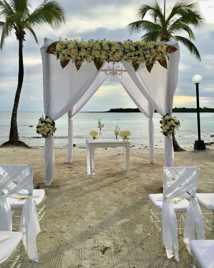 CBG243 wedding Riviera Maya huppa for ceremony with white flowers and chandelier/ gazebo con flores blancas y candelabro