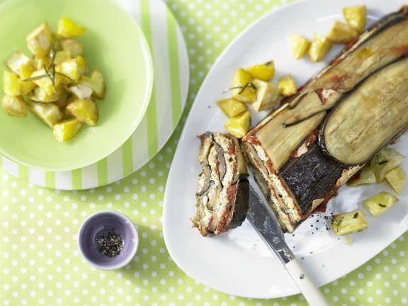 Pastete mit Auberginen und Rosmarinkartoffeln ist ein vollwertiges, ballaststoffreiches Mittagessen, das der ganzen Familie schmeckt.