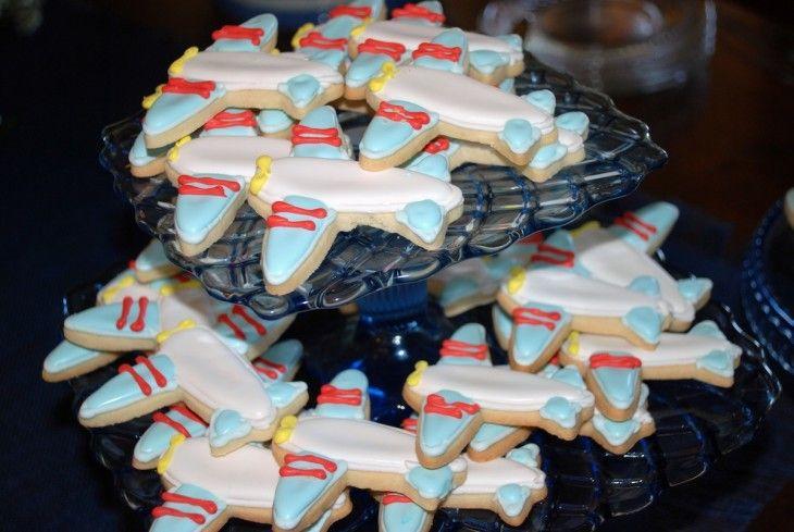 baby boy shower >> airplane cookies