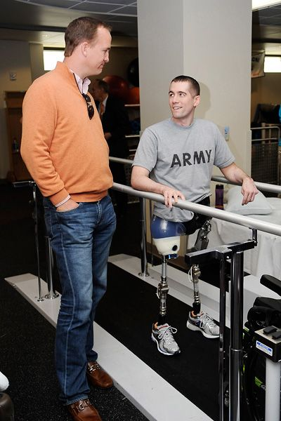 Peyton Manning visits 1st Lt. Nicolas Vogt at Walter Reed MMC during a USO tour.