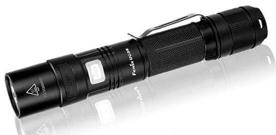 Linterna Fenix UC 35, Auto-recargable, con 960 lumenes. Ilumina a 200 metros de distancia. 150 horas de duración en modo Bajo. 5 modos de iluminacion mas Strobo.