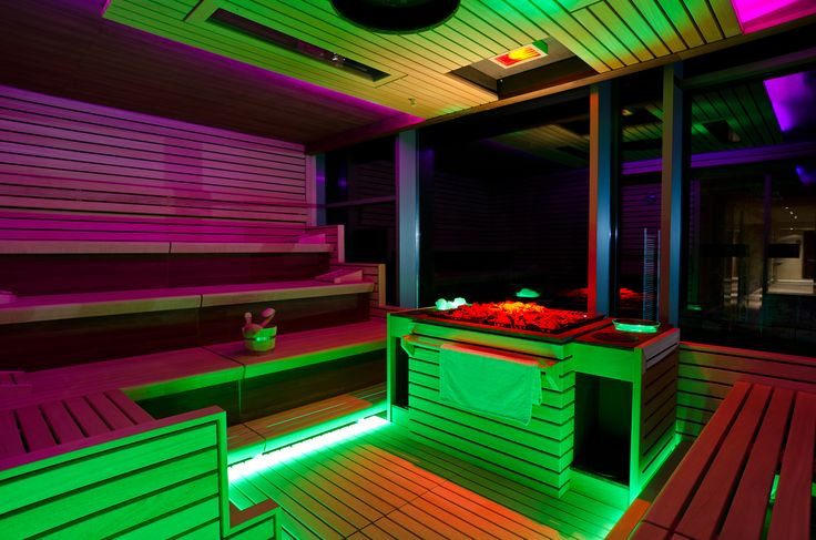 LED lighting in a sauna and wellness area with chromotherapy: construction / design and programming effects of chromotherapy in a 5 * hotel with color changing LED RGBW | Foto by Createlier
