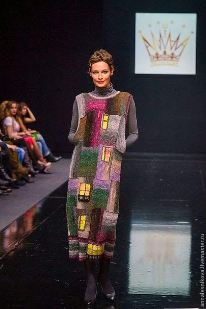 Эта вдохновляющая подборка собиралась с Ярмарки Мастеров и Etsy в процессе придумывания зимнего длинного платья, вязаного спицами. Надеюсь, она будет интересна…