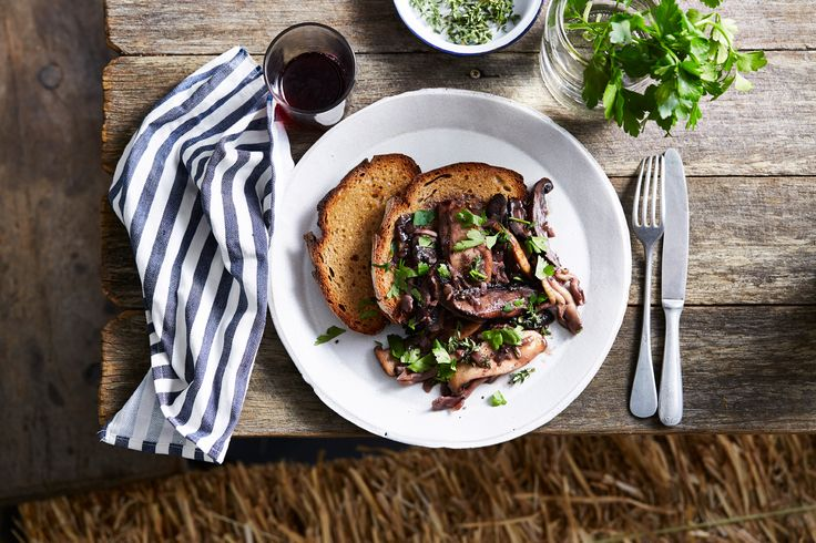 Pan-fried mushrooms with red wine and thyme