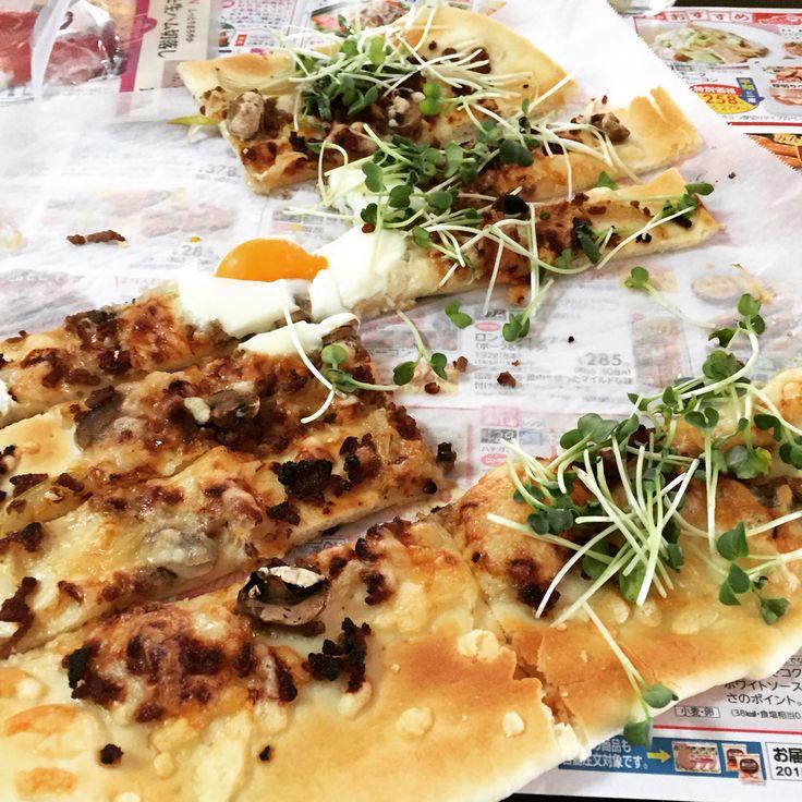 甘辛ひき肉とカイワレのピザ  Chili minced meat and Radish Sprouts pizza