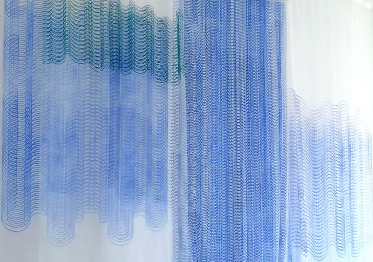Teos: Annu Vertanen, Contemplating Blue and White, 2016, puupiirros (yksityiskohta teoksesta)