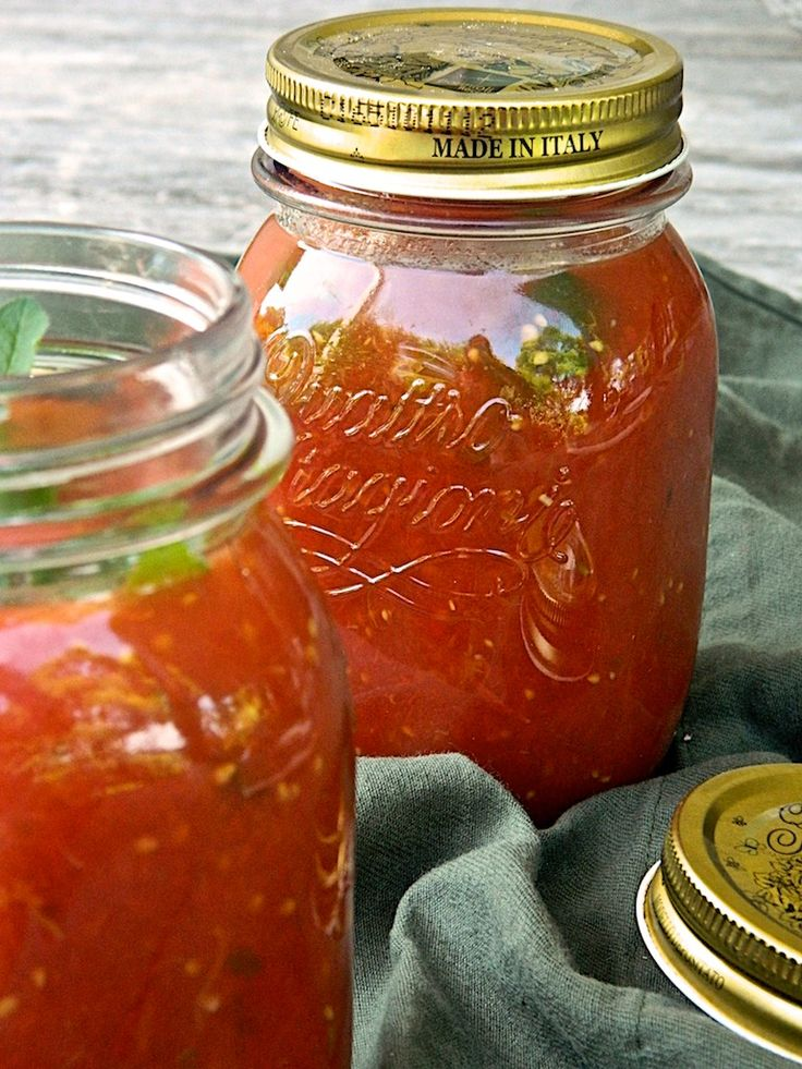 Have you ever been tempted to make your own tomato pasta sauce, but got put off by the daunting thought that this is a complicated job, best left to the expert, wrinkled hands of a good-old Itali...