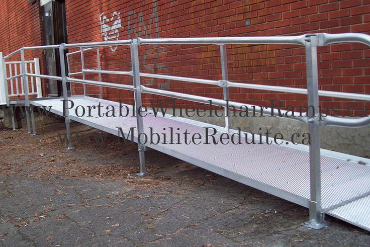 Rampe d accès pour chaise roulante à la CPE de Laval.