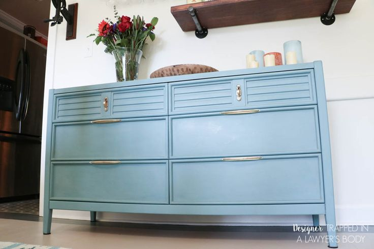 FINALLY a tutorial to show you how to paint a dresser the correct way with the best products for the job! With these products and technique, your painted furniture will stay beautiful for the long term!