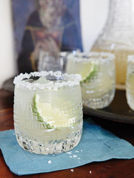margaritas classiques------------------------------------------Mélangée au shaker, et non glacée, notre margarita se démarque grâce à son jus de lime fraîche, sa tequila de qualité et son trait de Grand Marnier.