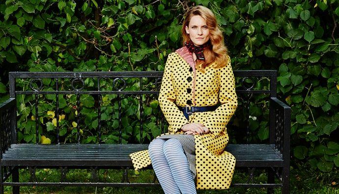 В желтом бикини в горошек, конечно, не каждый выйдет, а вот желтое пальто Miu Miu, уверена, станет хитом осени 2014 года
