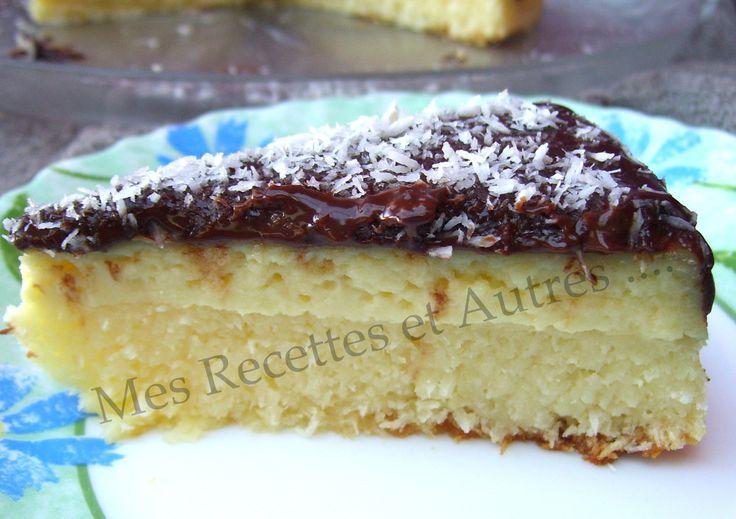 Avis aux amateurs de Bounty !!! Rapide et simple à réaliser ce gâteau n'en reste pas moins très gourmand... Ingrédients : une boite de lait concentré sucré (397g) 190g de noix de coco râpée 50g de maïzena 30 cl de lait 20 cl de crème de coco 3 œufs 2...