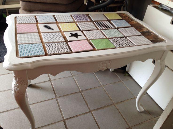 Har malet og sat nye kakler på, på dette gamle bord