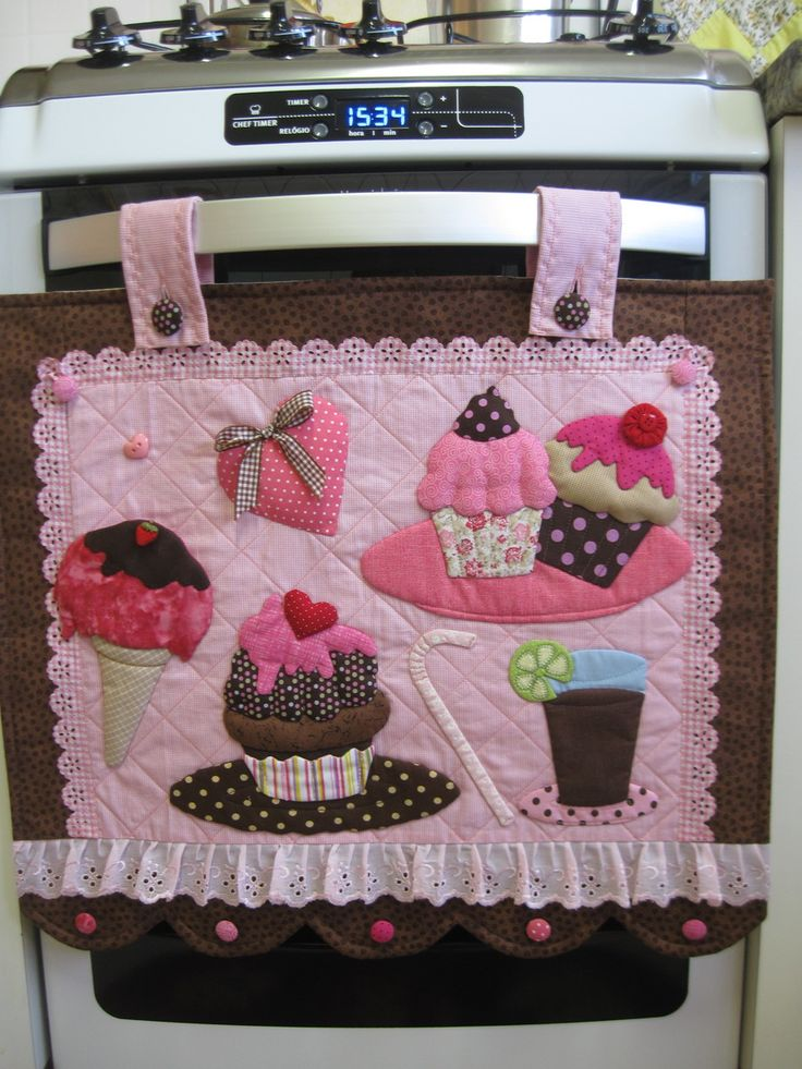 FRETE COM DESCONTO <br> <br>Enfeite seu fogão com lindos cupcakes!!! <br>Produto todo em tecido 100% algodão, estruturado com manta acrílica e enchimentos com fibra siliconada. <br> <br>Faço em outras cores e para fogões maiores