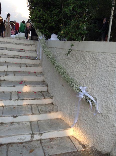 Γάμος στον Αγ.Γεώργιο στο Καβούρι #lesfleuristes #λουλούδια #ανθοσύνθεση #ανθοπωλείο #γλυφάδα #γάμος #νύφη #εκκλησία