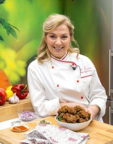 Dina Nikolaou, chef du restaurant Evi Evane (Paris) nous apprend à cuisiner ces boulettes de viande à déguster chaudes ou froides.