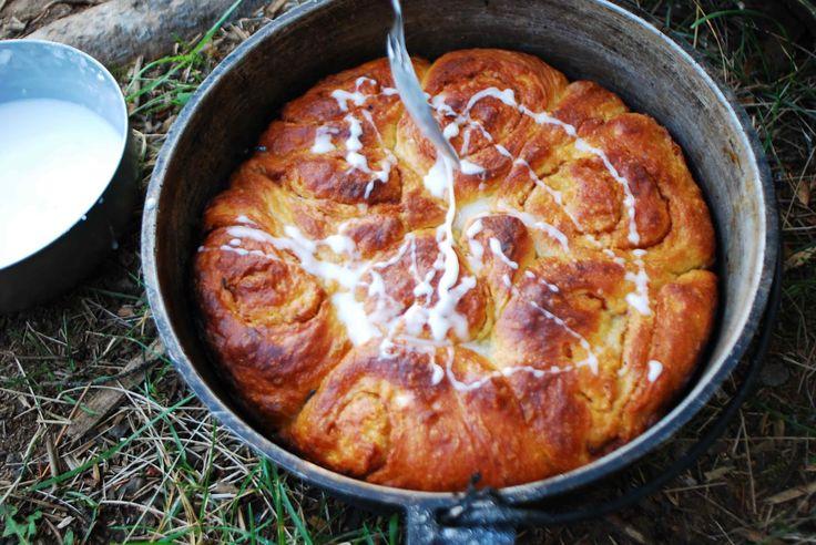 Julie Buckles: Dutch Oven Cinnamon Rolls